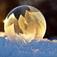 Schiebepuzzle mit dem Motiv Seifenblase im Frost