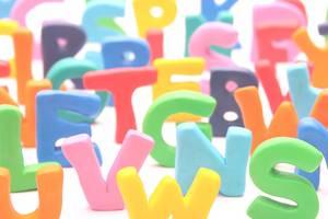 Galgenraten ist ein beliebtes Buchstabenrätsel. Das Rätsel ist auch unter den Namen Galgenmännchen oder Hangman bekannt. Um das online Galgenraten Rätsel zu lösen, klickst Du auf die Buchstaben, von denen Du glaubst, dass sie in dem Lösungswort vorkommen.